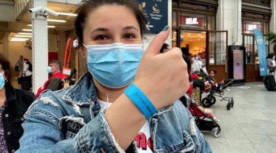 Colaboracionistas: «Sellado Sanitario», «Ganado»: las Pulseras Azules de la SNCF [RENFE Francesa] Utilizadas para Distinguir a los Usuarios en Posesión de un Pase Sanitario Son un Escándalo